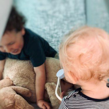 Geschwisterstreit Spielzeug